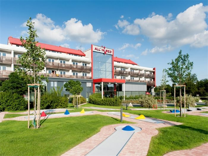 Thermenhotel ALL IN RED - Hotelansicht